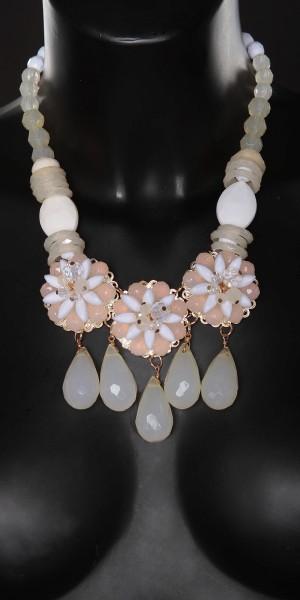 Trendy Collier mit Perlen